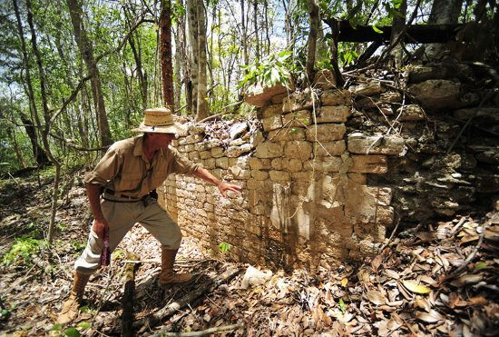 ancient_mayan_city_mexican_jungle