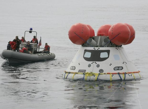 39556_7_us_navy_successfully_recovers_orion_capsule_in_splashdown_test