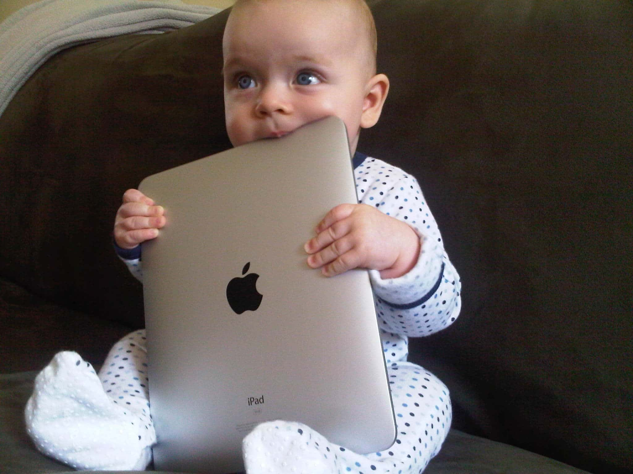 baby-with-ipad