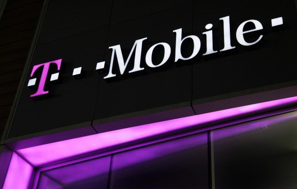 t-mobile-sign-3208