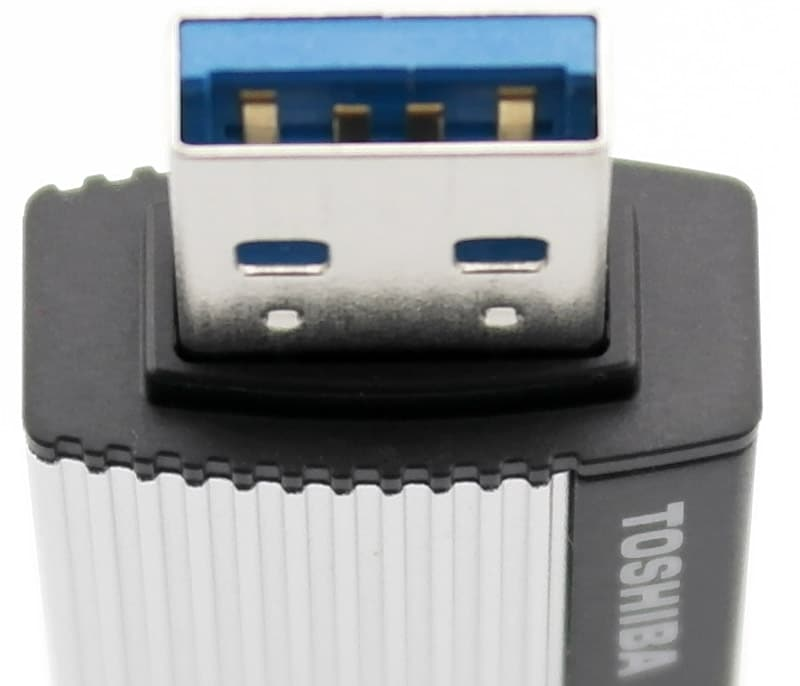 Toshiba_TransMemory_EXII-Photo-plug