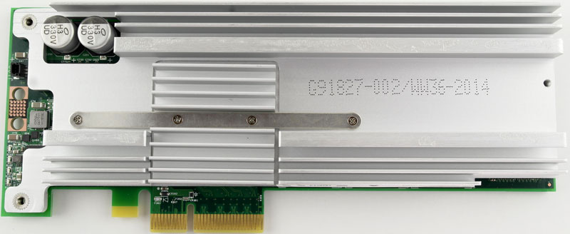 Intel_750_PCIe_1200GB-Photo-cooler-open