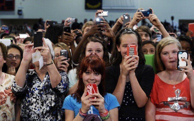 smartphones-at-school-jewel-samad-afp-getty