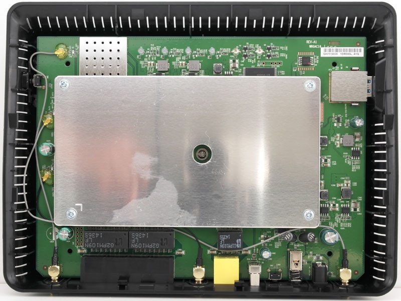 D-Link_DIR855l-Photo-inside-open