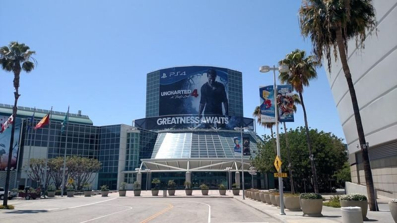 e3 banners are up