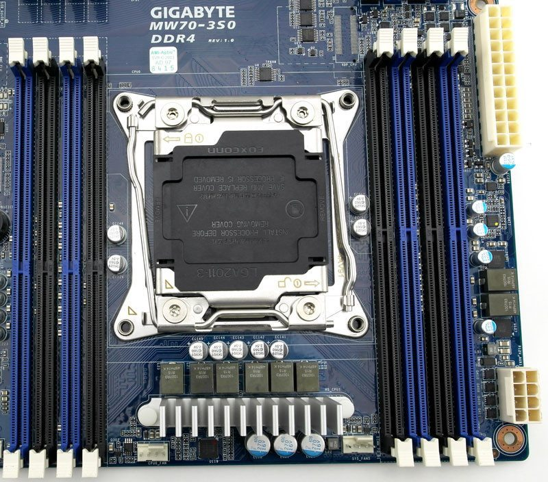Gigabye_MW70-3S0-Photo-closeup-cpusocket-and-ram-1