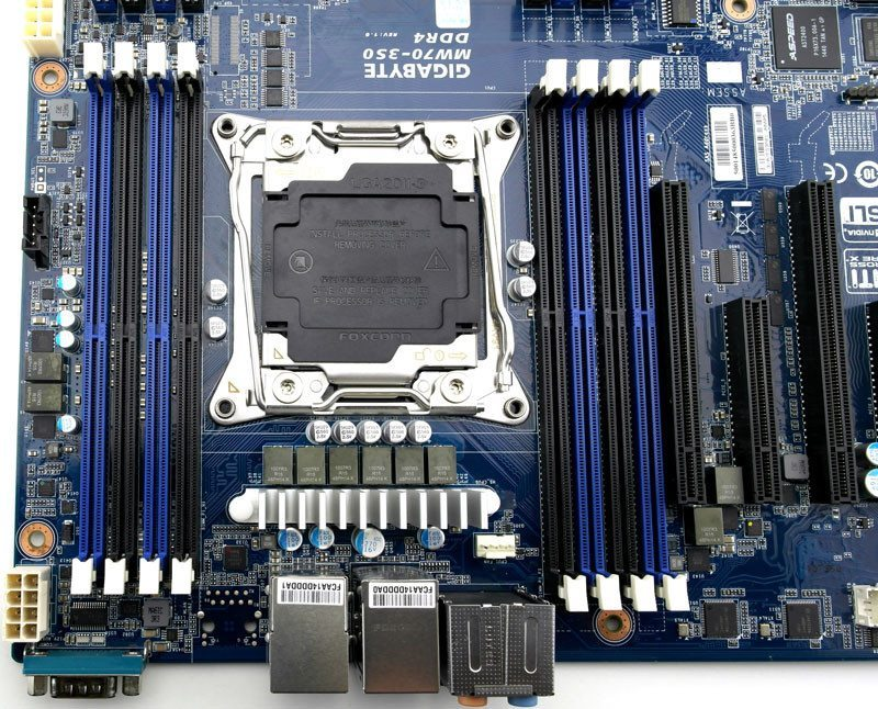 Gigabye_MW70-3S0-Photo-closeup-cpusocket-and-ram-2