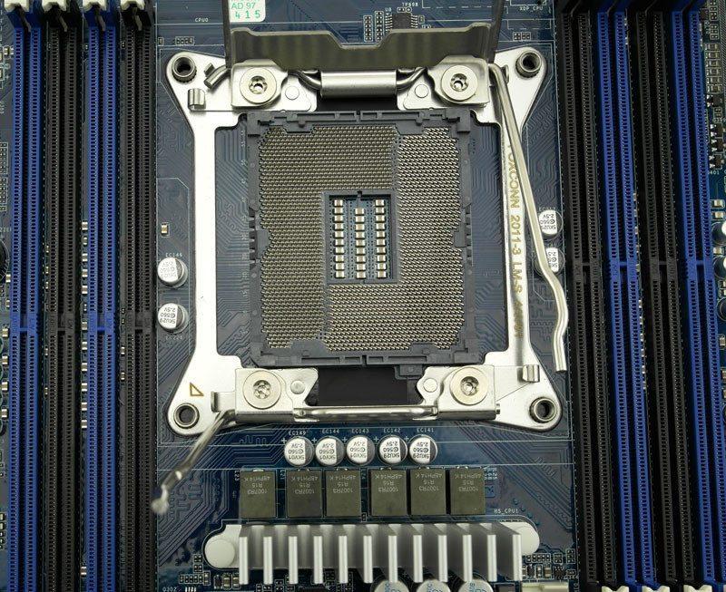 Gigabye_MW70-3S0-Photo-closeup-cpusocket-open