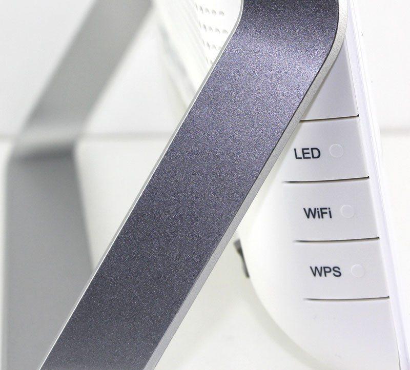 TP-Link_VR900-Photo-details-buttons