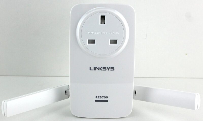 Linksys_RE6700-Photo-hug me