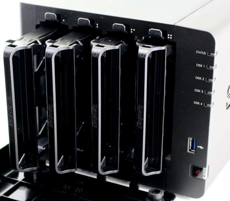 Synology_DS416-Photo-front angle bays