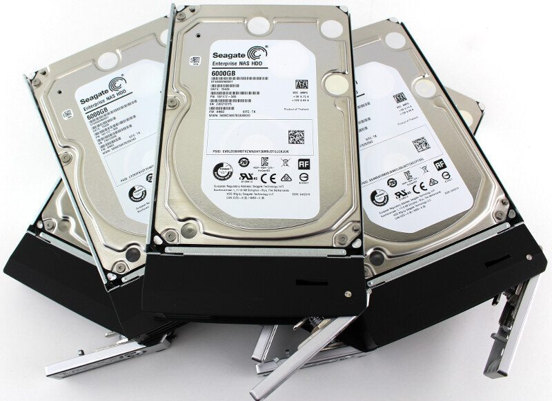 Thecus_N7770-10G-Photo-hdd in trays