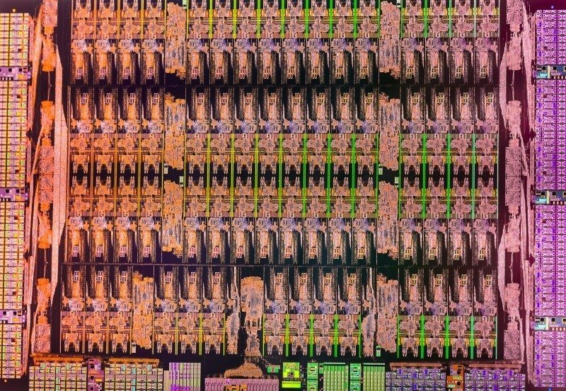 XeonPhiDie_02-800x553