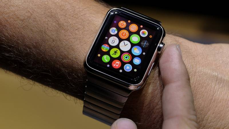 apple watch and iphone 6c (2)