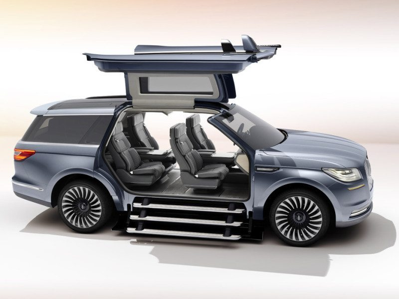 "Lincolns ""Connectivity"" Takes Luxury Car Status to an Extreme"