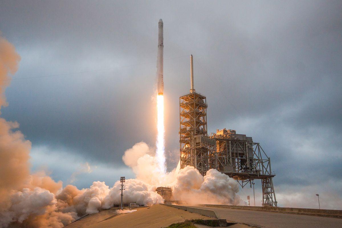 spacex rocket in flight - photo #20