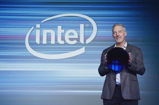 Intel Shows Off 10nm Cannon Lake Wafer