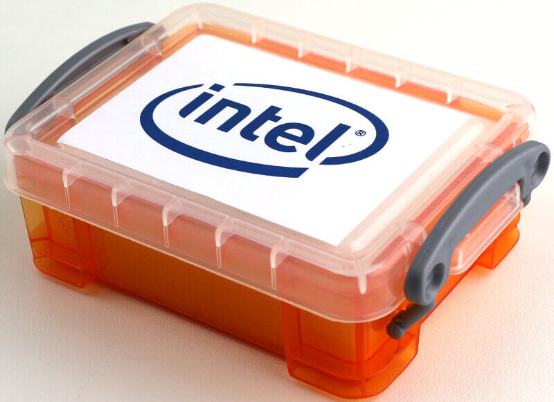Intel Xeon W-2195 Photo box angle