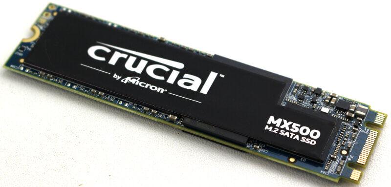 Crucial MX500 M2 1TB Photo view angle 2